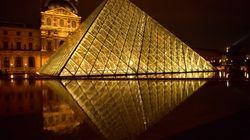 Una notte dentro al Louvre con Airbnb. Per vincere il concorso basta rispondere a una