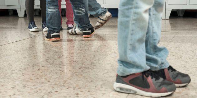 Bocciati i 3 giovani che bullizzarono una studentessa ubriaca a Pistoia. Anche la ragazza ripeterà