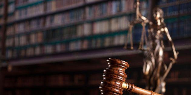 Il giudice obbliga una donna con problemi mentali a fare sesso col marito: