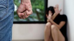 La moglie non gli lava i piedi e non sa fare le torte: il marito la picchia e abusa di