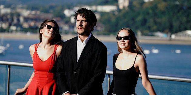 """Louis Garrel: """"Vi racconto il ménage à trois con mia moglie Laetitia Casta e Lily-Rose"""