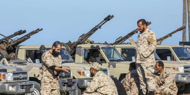 Bombardato l'aeroporto di Tripoli. Haftar attacca l'unico scalo ancora