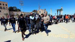 È guerra civile alle porte dell'Italia. In migliaia fuggono dalla Libia (di U. De