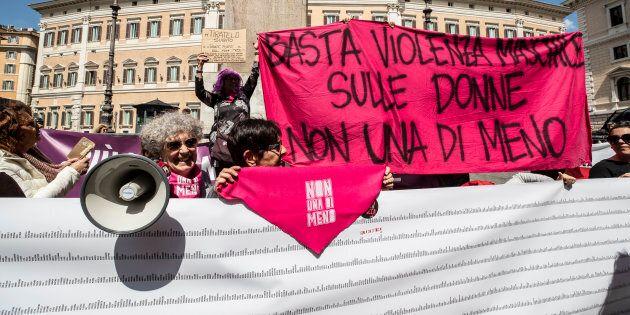 Ddl Pillon al Senato, donne in piazza. In commissione Giustizia inizia la discussione, a Montecitorio...