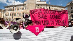 Due striscioni con 150mila nomi per chiedere il ritiro del ddl Pillon: la protesta delle donne a