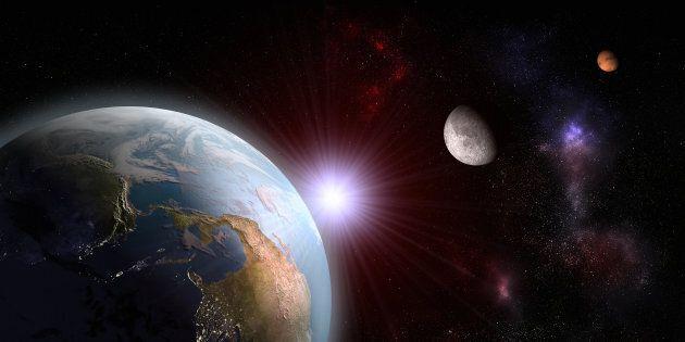 La spettacolare danza tra una falce di Luna e Marte nel cielo di