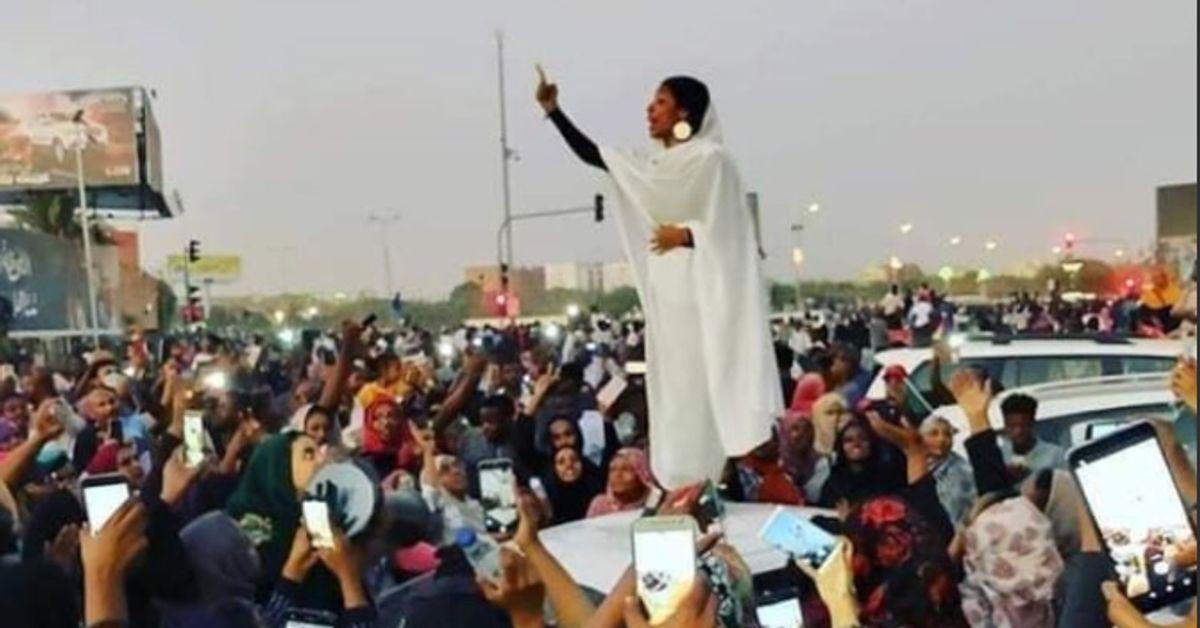 La Foto Dellispiratrice Delle Proteste In Sudan è Già Diventata Il