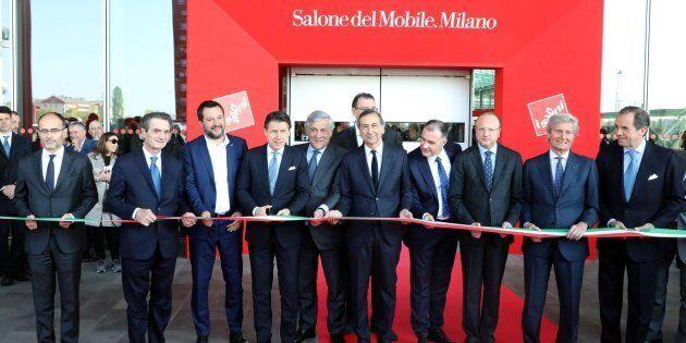 Solo uomini all'inaugurazione del Salone del Mobile. Sala si scusa: