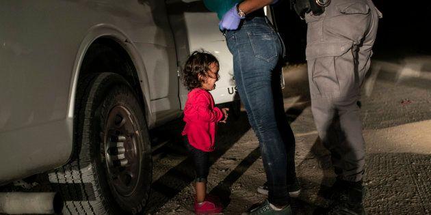 La bambina che piange al confine è la foto dell'anno del World Press Photo