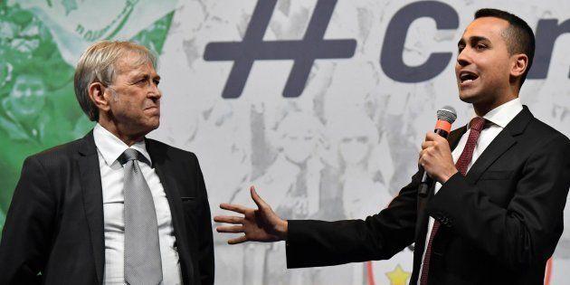 Il vice premier Luigi Di Maio con Sergio Bramini sul palco della festa M5S in Piazza della Bocca della...