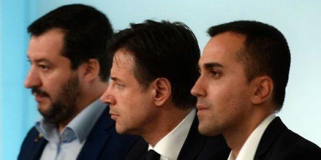 Sui porti chiusi Salvini e Di Maio se le danno di santa ragione. Conte tesse la tela sulla Libia ma il...