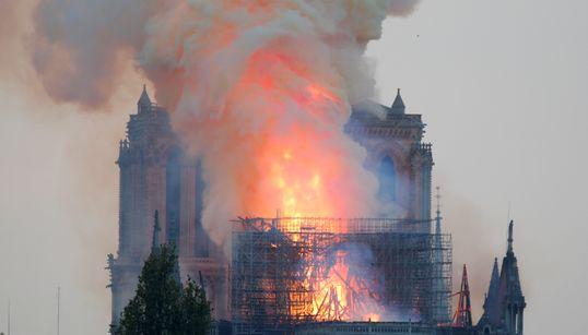 Immagini che non avremmo mai voluto vedere: parte di Notre Dame è ormai