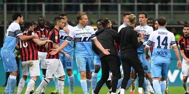 L'insulto di Lucas Leiva all'addetto stampa del Milan in sedia a rotelle:
