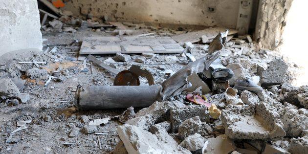 L'interno di una casa seriamente danneggiata dai