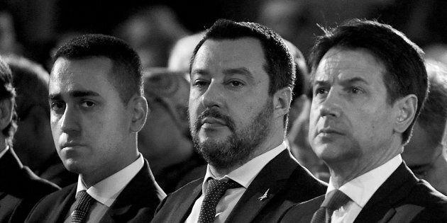 Salvini-Esercito, il silenzio della Trenta. M5s non vuole soffiare sul fuoco delle