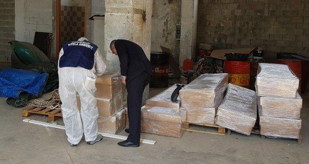 Bare con resti umani abbandonate in un capannone per risparmiare sui costi della