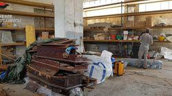Bare con resti umani abbandonate in un capannone per risparmiare sulla