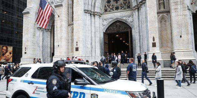 New York, arrestato con due taniche di benzina nella cattedrale di Saint Patrick: aveva un biglietto...