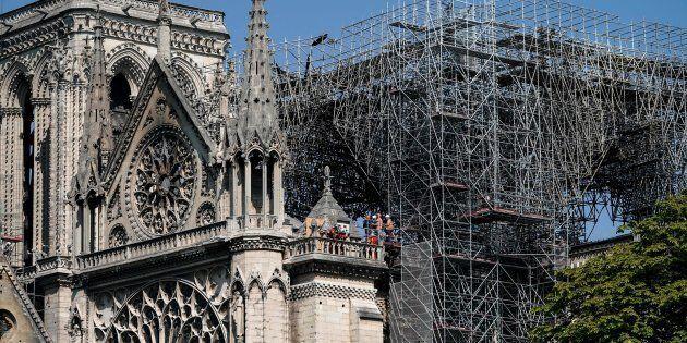 Un gigantesco ombrello per proteggere Notre Dame dalla