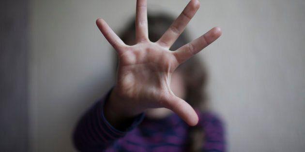 Abusi su due ragazzine, tre uomini arrestati a