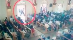 Entra in chiesa e si confonde tra i fedeli: il video del presunto attentatore dello Sri