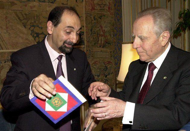 Il Presidente della Republica Carlo Azeglio riceve, dall'Astronauta Umberto Guidoni, lo Stendardo del...