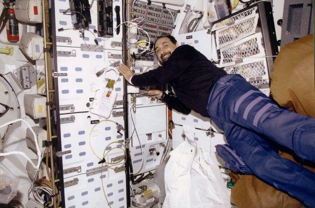 Umberto Guidoni a bordo della missione Endeavour STS-100,