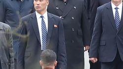 Kim in Russia per incontrare Putin: hostess gli spolverano il treno e guardie del corpo corrono intorno alla sua