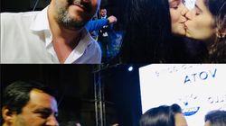 Si fingono fan e chiedono il selfie a Salvini, poi si baciano. Il gesto spiazza il