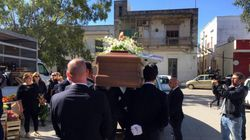La famiglia dà l'addio ad Antonio, ucciso dalla baby gang. L'avvocato di alcuni ragazzi: