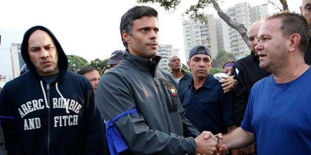 Chi è Leopoldo Lopez, il volto dell'opposizione liberato di militari e mentore di
