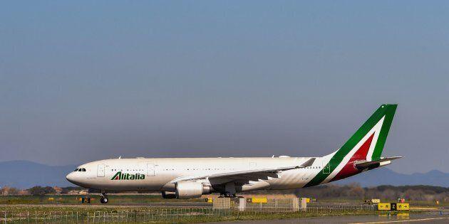 FS chiede la proroga della proroga, i tempi per Alitalia si allungano ancora. Lega attacca Di Maio: