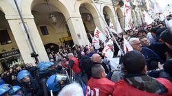 Primo Maggio in tutta Italia: scontri a Torino, corteo a