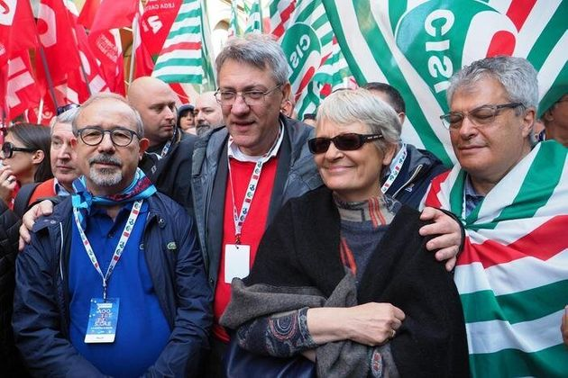 Perché Cgil, Cisl e Uil dovrebbero diventare un sindacato