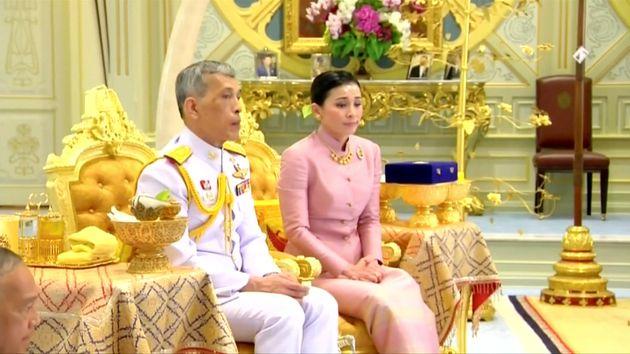Ο νέος βασιλιάς της Ταϊλάνδης παντρεύτηκε τη σωματοφύλακά
