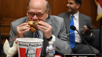 US Congressman Steve Cohen, Democrat of Tennessee, eats chicken as during a hearing before the House Judiciary Committee on Capitol Hill in Washington, DC, on May 2, 2019. - US Attorney General Bill Barr refused to testify before the committee hearing on his handling of the Mueller report, setting up a showdown that could see Democrats take legal steps to compel his appearance. Committee chairman Jerry Nadler said Barr had also refused to supply the panel with a full and unredacted copy of Special Counsel Robert Mueller's report on Russian meddling in the 2016 election and possible obstruction by President Donald Trump. (Photo by Jim WATSON / AFP)        (Photo credit should read JIM WATSON/AFP/Getty Images)