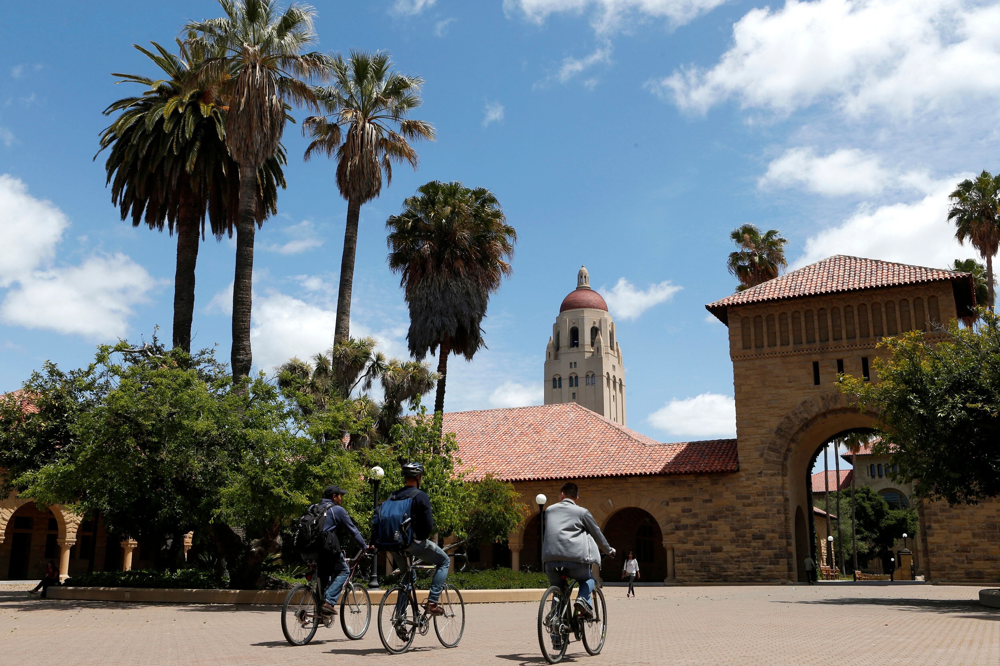 Cyclists traverse the main quad on Stanford University's campus in Stanford, California, U.S. on May 9, 2014.  REUTERS/Beck Diefenbach/File Photo
