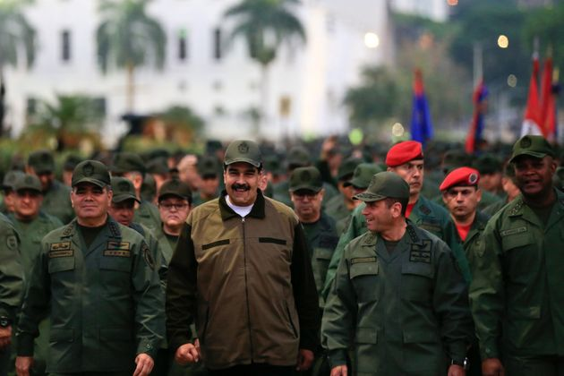 Maduro exige a los militares desarmar a