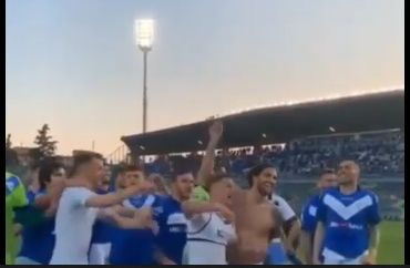 Il Brescia è in Serie A, i calciatori urlano