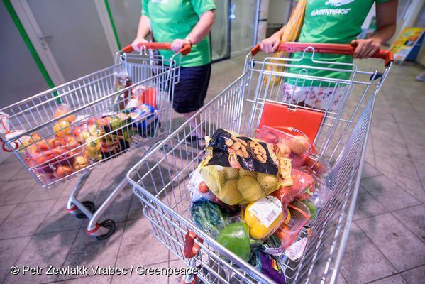 생필품과 식료품 구매 시, 불필요하게 많은 플라스틱 용기 및 포장재가 포함된 제품만 제공되는 경우가