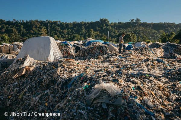 2018년 4월을 시작으로 한 해 동안 플라스틱 쓰레기 해외 불법 수출 및 플라스틱 쓰레기 산 발견 등 플라스틱 쓰레기 관련 사건이