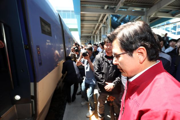 한국당의 '민주주의가 무너져 내린다'는 말에 대한 광주 시민의