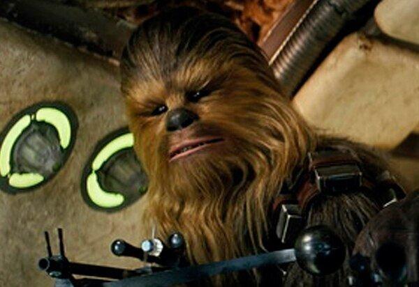 Muere Peter Mayhew, actor que dio vida a Chewbacca en 'Star