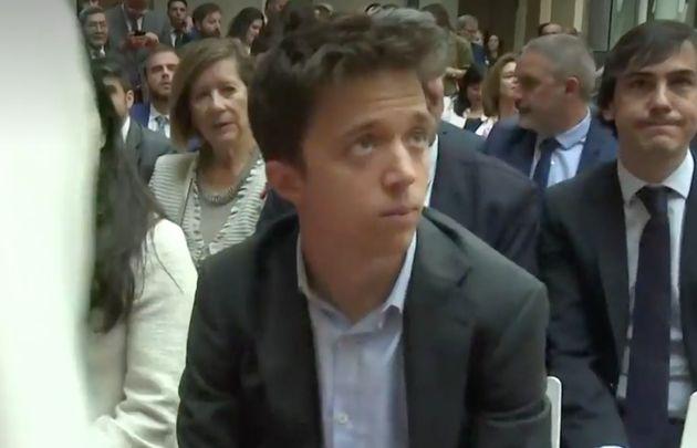 La tensa reacción de Errejón por la persona que le sentaron al lado en un acto