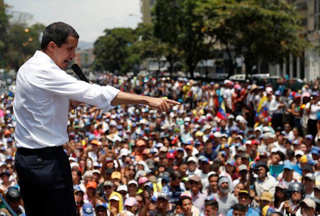 Ο Γκουαϊντό καλεί τους πολίτες της Βενεζουέλας να ασκήσουν πίεση στον