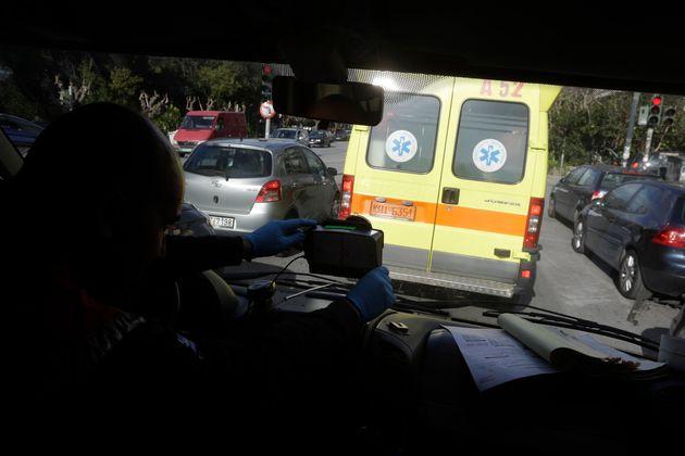 Νεκρή από μαχαιριά στην πλάτη μια γυναίκα στο Παλαιό Φάληρο - Αναζητείται ο αδερφός