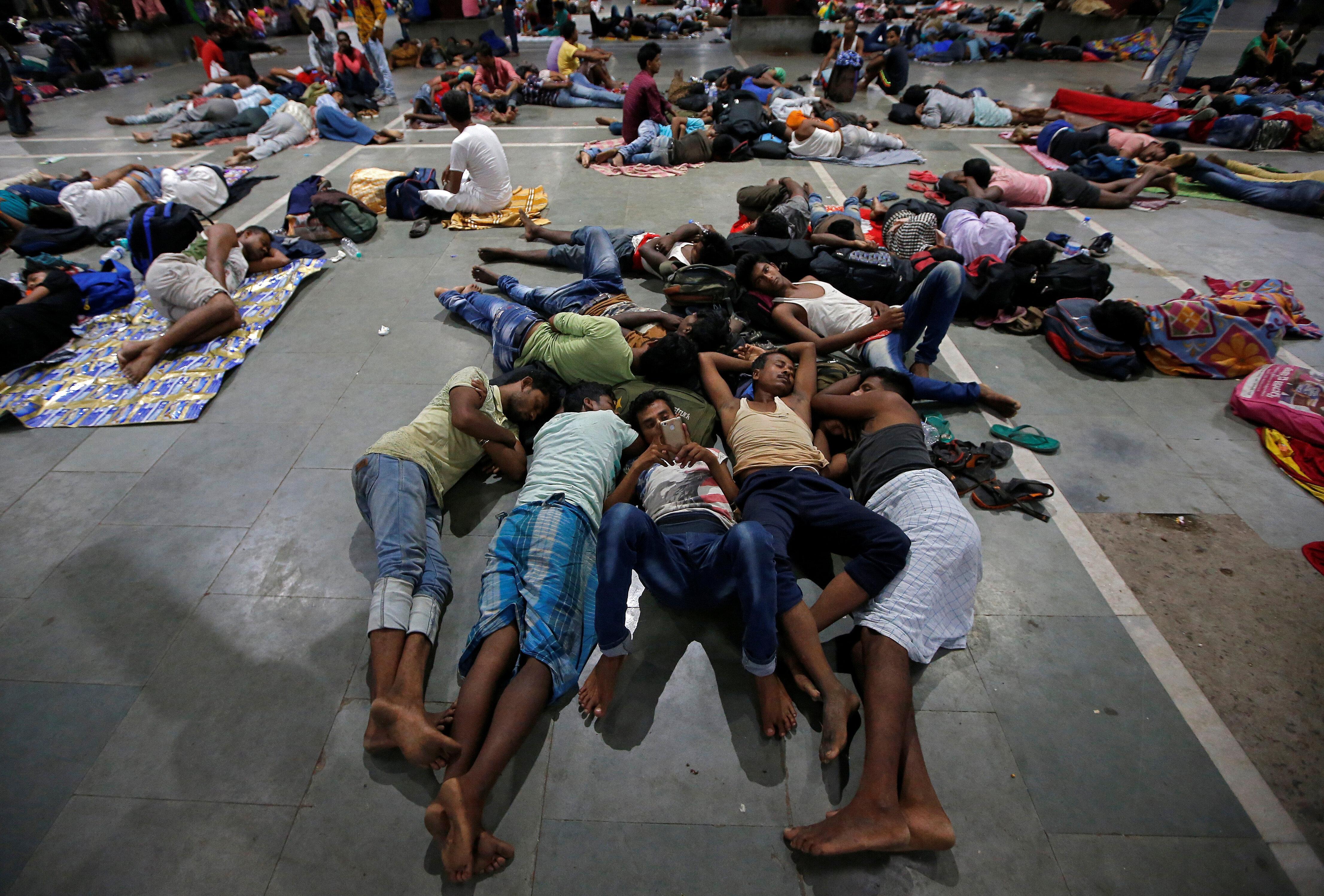 India evacúa a más de un millón de personas ante la llegada del ciclón