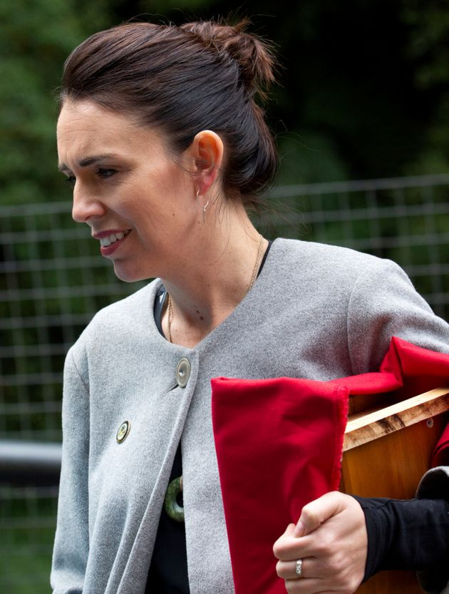 한 기자의 눈에 포착된 저신다 아던 뉴질랜드 총리의 약혼 반지. 2019년