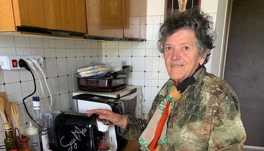 Storia di Vanda, la 77enne che offre il caffè ai pellegrini sul cammino di