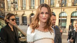 Keira Knightley, incinta del secondo figlio, sfoggia il pancione al party